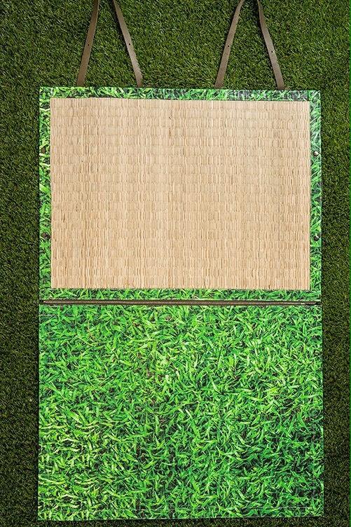 野餐墊的主要材質採用西港僅存的機器編織藺草工廠所生產的草蓆,以及堅韌又防水性佳的帆布來製作。
